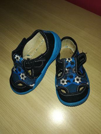 Buty papcie obuwie chłopiec 22