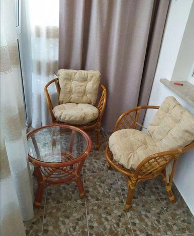 Кресла и стол из ротанга