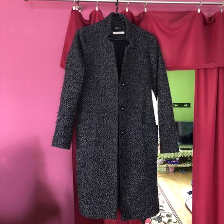 Wiosenny płaszcz z domieszka wełny Gina Tricot płaszcz szlafrokowy
