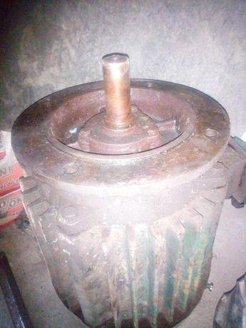 Silnik tuc 40 tokarka 7,5 kw kolnierzowy