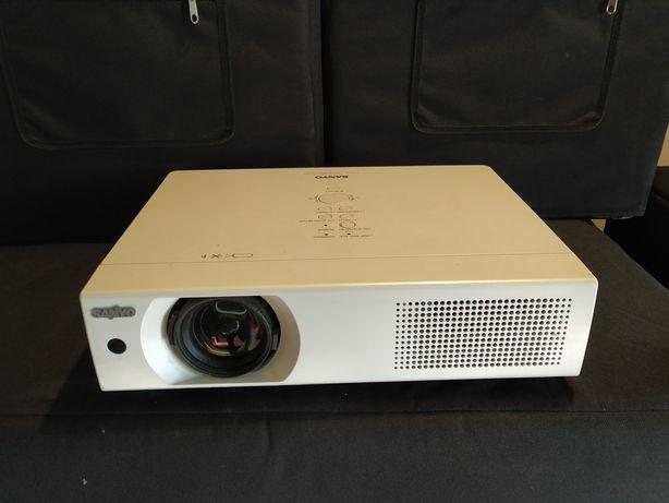 Видео проектор Sanyo PLC-XU106