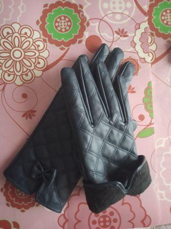 Женские перчатки с меховым утеплителем