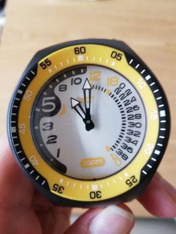 Relógio Swatch preto e amarelo de homem