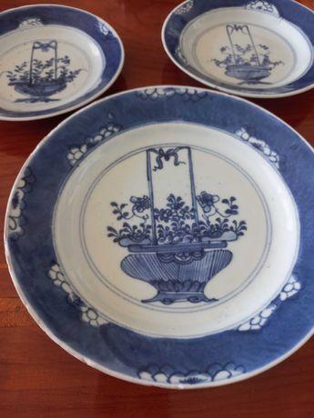 Companhia das Índias , 3 pratos , período Kangxi ( 21 cm e 16 cm )