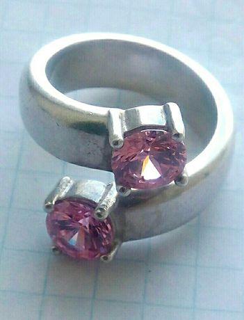 Серебряное массивное кольцо с камнями.