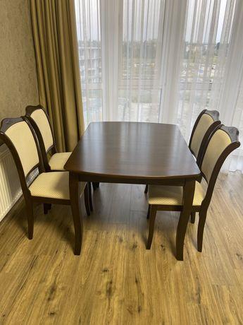 обеденный стол со студьями