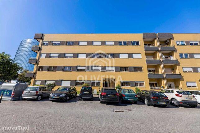 Apartamento T4 em Lamaçães