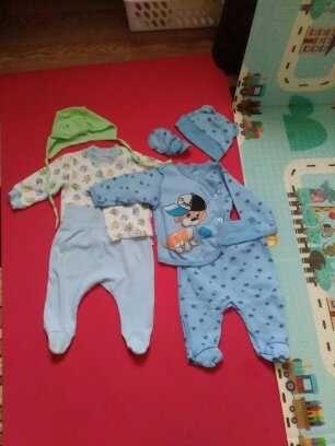 Ползунки, распашонки, чепчики для новорожденного