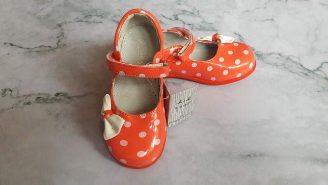 Красивые лаковые туфельки для девочки