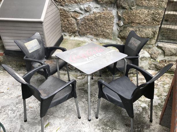 Mesa e cadeiras de esplanada