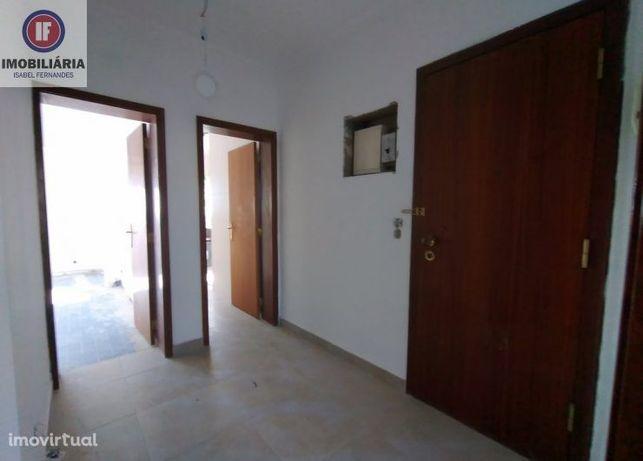 Apartamento T3 na Costa da Caparica/Em Remodelação