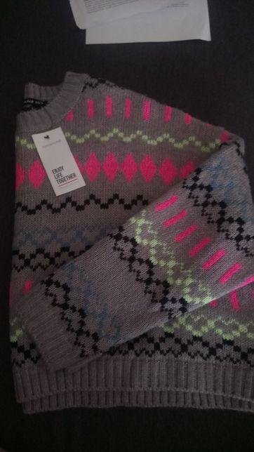 Nowy sweterek we wzorki z metką