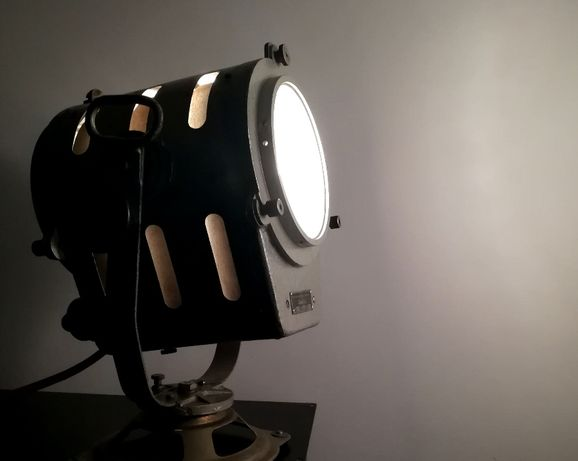 Lampa SPEFIKA atelierowa z roku 1965 - reflektor filmowy teatralny