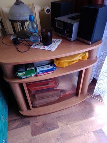 Biurko narożne z krzesłem obrotowym, szafka z szybą, komoda z szybą