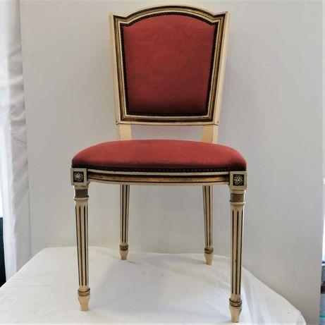 Cadeira com Almofada Vermelha