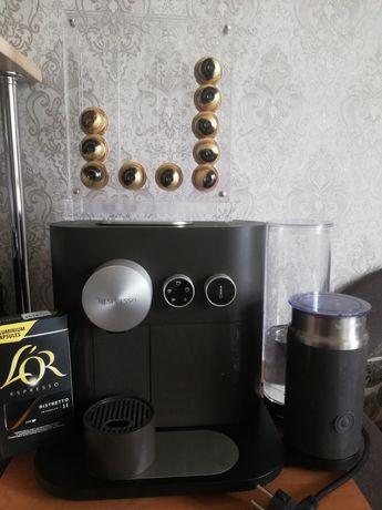 Капсульная кофемашина с капучинатором Delonghi Nespresso Expert&Milk