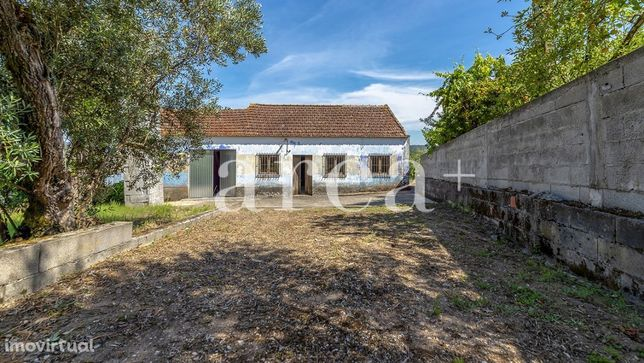 Imóvel Exclusivo - Casinha M3 com terreno em St.º António - Louriçal