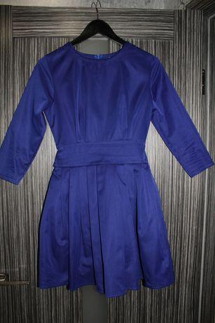 Нарядное синее платье с пышной юбкой