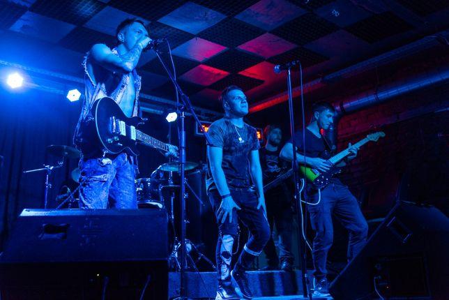 Группа ищет басиста