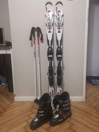 Narty (128 cm), buty narciarskie (30cm) i kijki (100cm)