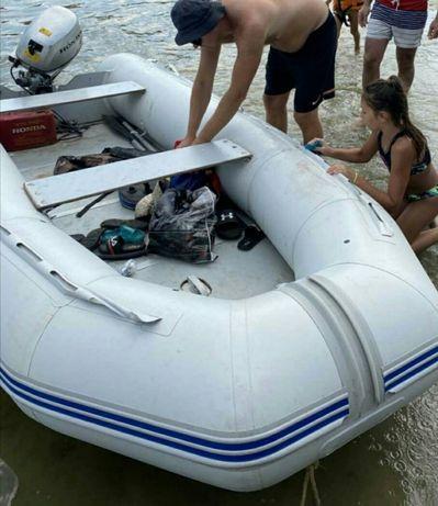 Продам лодку Адамант 360 с мотором Honda 10 лафет
