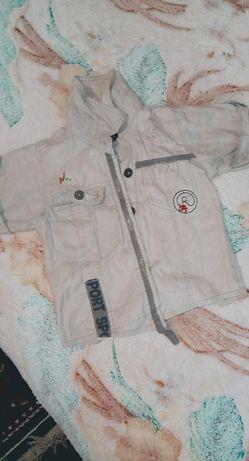 Дві рубашки, на пуговках сіра і на кнопках клетчата