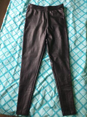 Spodnie czarne a'la skóra w rozmiarze 46