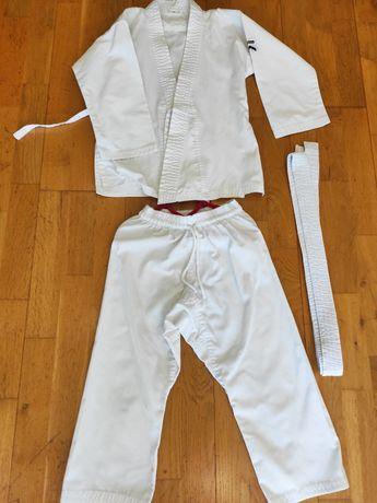 Fato artes marciais criança
