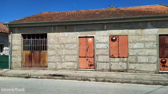 Moradia T5 em Oliveira (São Mateus)