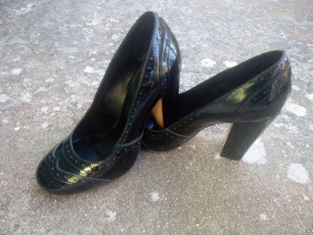 Haity sapatos pretos verniz decorado 37 quase novos!