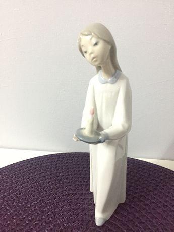 Figurka dziewczynka ze świecą Lladro z porcelany