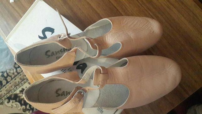 Продам бально-спортивные туфли