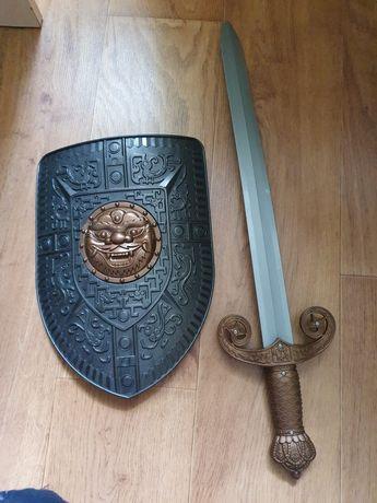 Набор рыцаря меч и щит также есть костюм на 6-7 лет