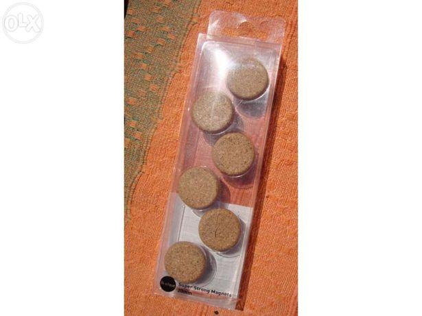 6 Magnets com design em cortiça NOVOS