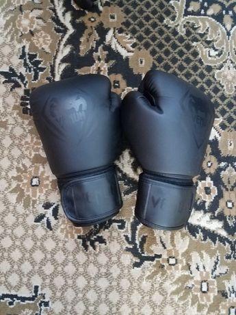 Боксерськиє перчатки