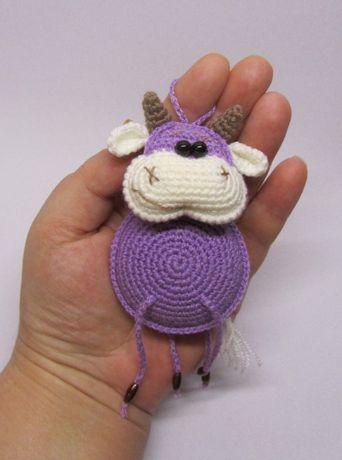 Бычок брелок вязаная игрушка бык корова коровка теленок ручная работа