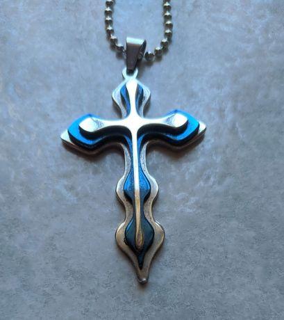 Colar com cruz moderna em metal