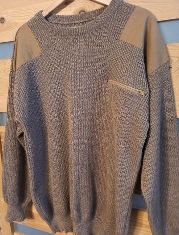 Wełniany sweter z kieszonką beżowy