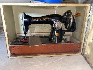 Продам швейні машини
