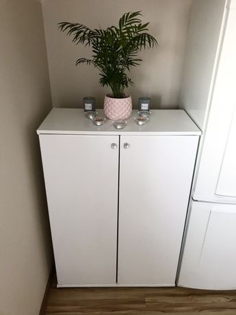 Biała szafka szafa komoda półka salon pokój dziecięcy. Szafka oklejona