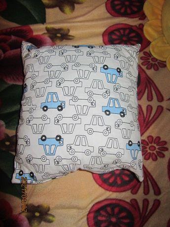 Новая детская подушечка в принт машинки