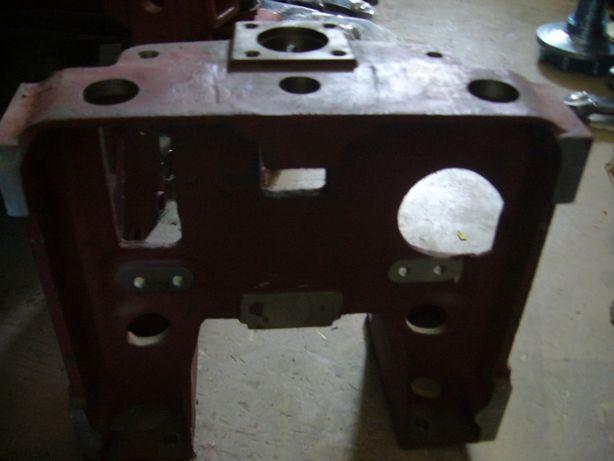 Wspornik osi przedniej C-330 (płaska oś)