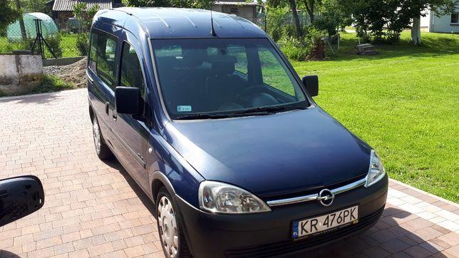 Sprzedam Opel Combo 2006, 1.4 benzyna, 134 tys. przebiegu.