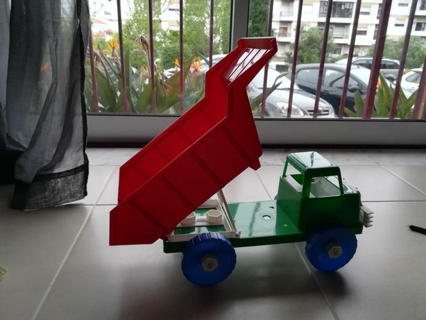 Camião para brincar novo com báscula regulável