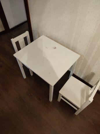 Детский столик с стульчиками