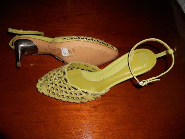 Sandálias calçadas 1x em péle portes incluidos