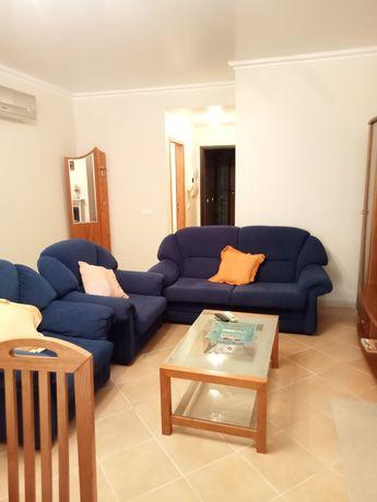 Aluguer mensal de apartamento T2 em Vilamoura, com piscina e garagem