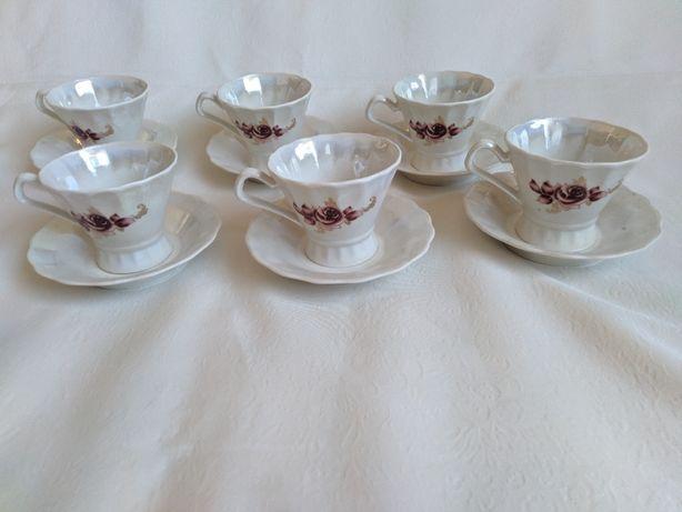 Чашки с блюдцами для кофе
