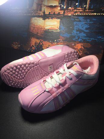 Новые кроссовки 34 размер для девочки / стелька 21.5 см