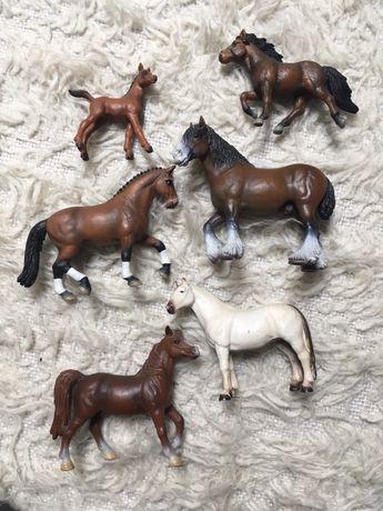 Schleich Konie i psy figurki kolekcjonerskie